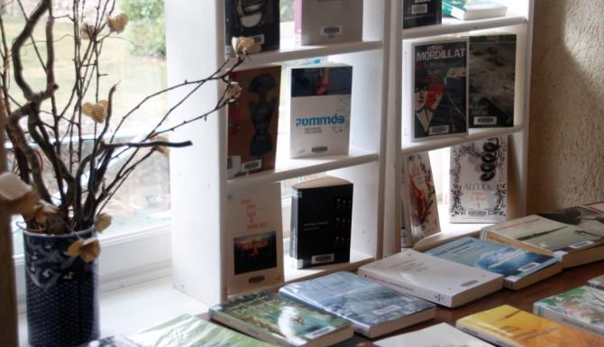 meuble de présentation de livres