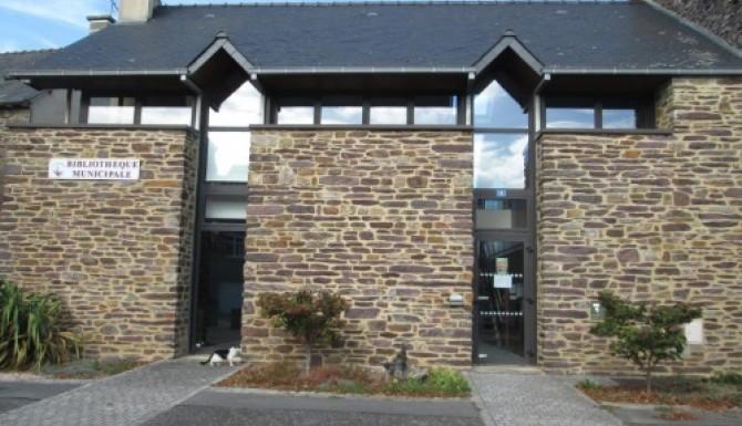 façade extérieure en pierres de la bibliothèque