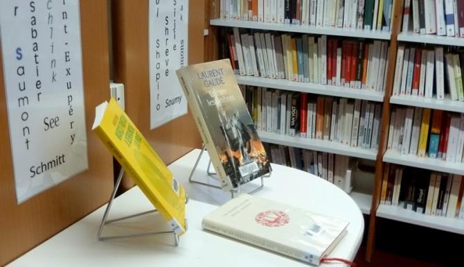 table de présentation de livres