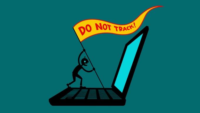 """Illustration d'un personnage faisaint face à l'écran d'un ordinateur portable géant. Il brandit un étandard sur lequel est inscrit : """"Do not track""""."""