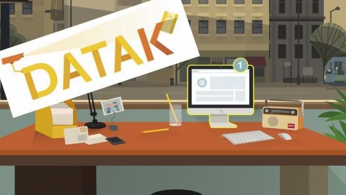 Capture d'écran du jeu Datak. On y voit, dessiné en style cartoon, un bureau, un ordinateur et divers objets. Au dessus, le logo Datak surmonté d'une caméra de vidéosurveillance