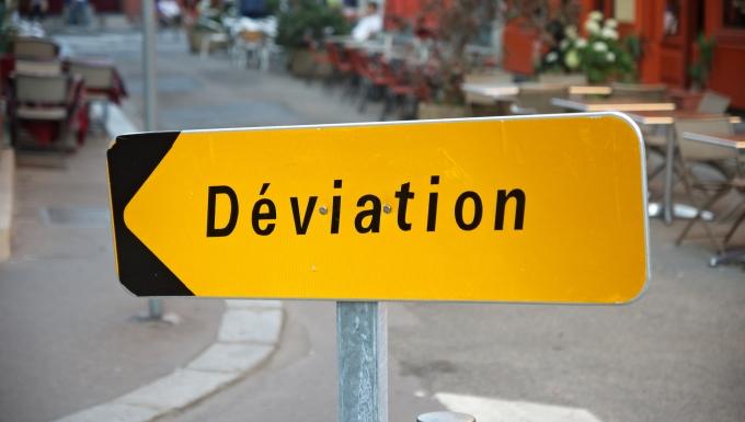 Panneau signalant une déviation dans le cadre de travaux