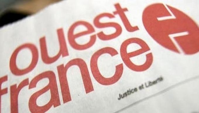 Couverture du journal Ouest France avec un focus sur le logo du journal