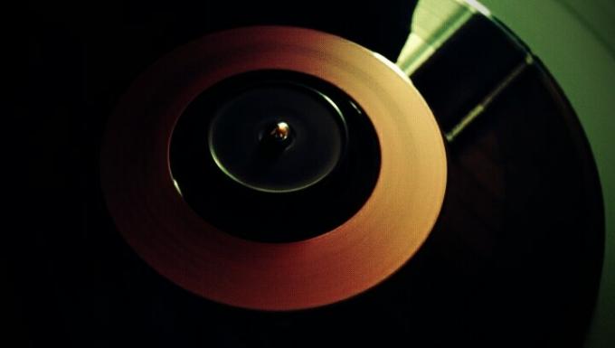 Disque vinyle 45 tours en gros plan