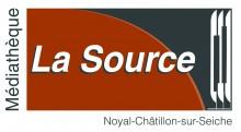 Le nom de la Médiathèque La Source écrit en blanc sur un fonds marron et gris