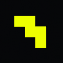 Logo Dance Music Archive. Forme pixellisée jaune sur un fond noir.