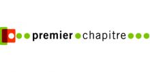 Logo Premier Chapitre : lettres noires sur fond blanc. Des points verts et un carré rouge surmonté d'un point blanc entourent le texte.