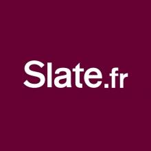 Logo Slate.fr : lettres stylisées blanches sur fond de couleur bordeaux.
