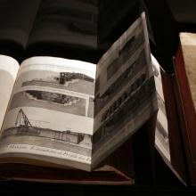 Deux volumes de l'Encyclopédie de Diderot et d'Alembert.